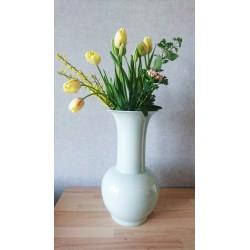 Un très beau vase en porcelaine.