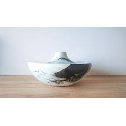 Vase tache d'encre plat