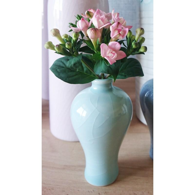 Vase céladon miniature en porcelaine de Chine.