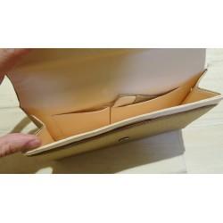 Intérieur du sac avec plusieurs poches