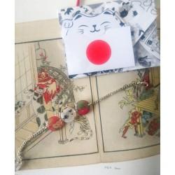 bracelet fleuris aux notes japonaises.