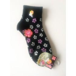 Modèle noir de chaussettes japonaises aux fleurs de cerisiers