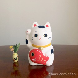 Manekineko Buchi carrying a Koi carp piggy bank