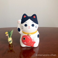 Manekineko Hachi carrying a Koi carp piggy bank