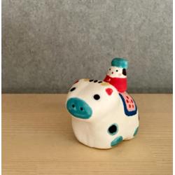 Bœuf monté par un petit personnage mini figurine